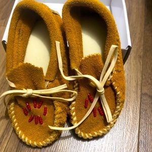 Brand New in Box NATIVE AMERICAN BEADED MOCCASINS